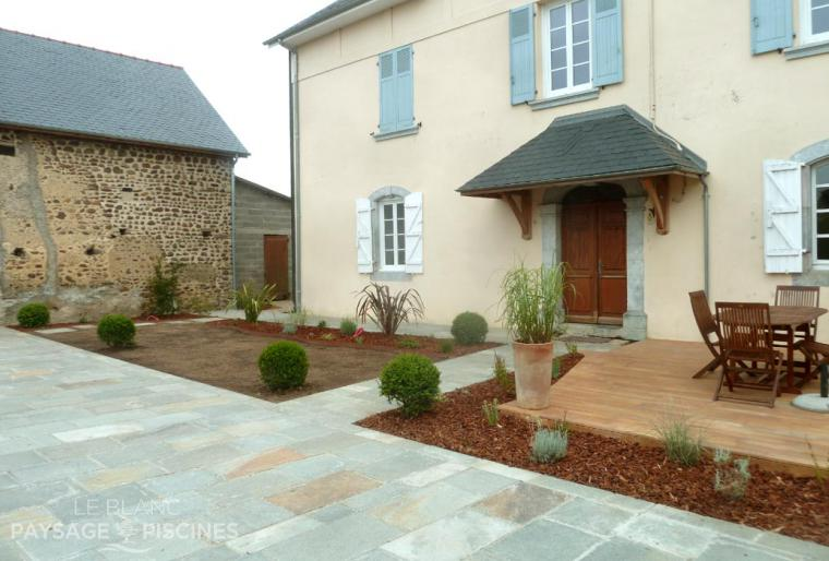 Dernieres creations leblanc for Amenagement exterieur cour
