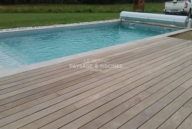 Réalisation d'une piscine traditionnelle et terrasse bois