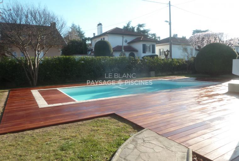 photos amenagement paysager autour piscine amenagement piscine exterieur terrasse gres paysager. Black Bedroom Furniture Sets. Home Design Ideas