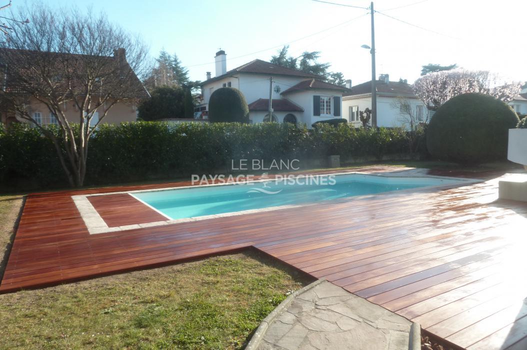 Terrasse autour piscine great terrasse bois piscine for Piscine design marseille